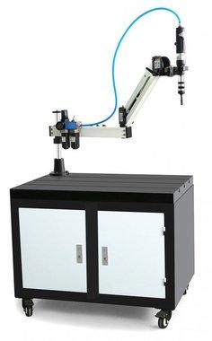 Pneumatischer Gewindebohrerarm M3 bis M12 Arbeitsbereich 900 mm